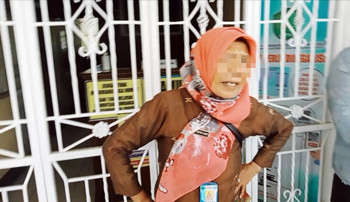 Diduga Intervensi Dana BOS, Kadisdik Psp Diduga Nyuruh Staf Wanita Bubarkan Massa